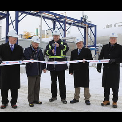 Officials with Air Liquide Canada celebrate the opening of a CO2 recovery plant.