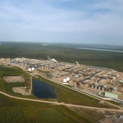 Aerial view of oil sands facility.