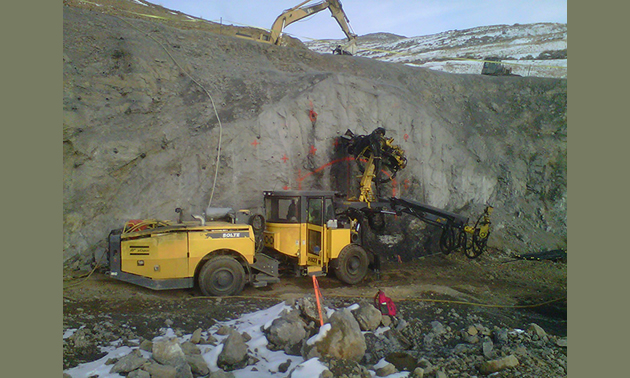 Veris Gold Corp. equipment in operation