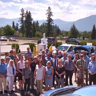 Over 40 delegates joined Hon. Michelle Mungall, Minister of Energy, Mines and Petroleum Resources, in the Town of Creston to celebrate the Accelerate Kootenays electric vehicle charging network.