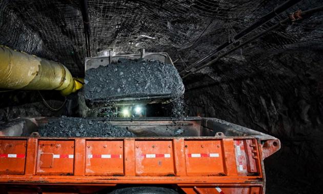 Ore transfer - Madsen Underground Test Mining.